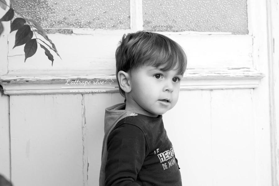 petit garçon pensif