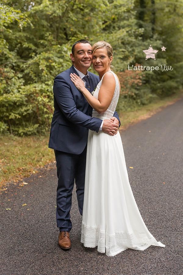 couple mariés forêt