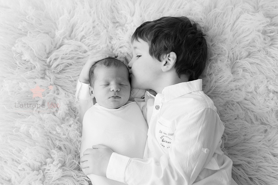 bisous bebe et grand frère